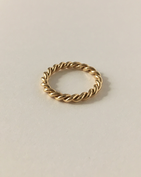 14k ribbed ring